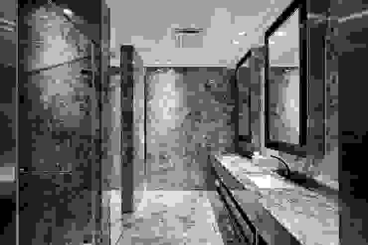 一偶宅 現代浴室設計點子、靈感&圖片 根據 WID建築室內設計事務所 Architecture & Interior Design 現代風