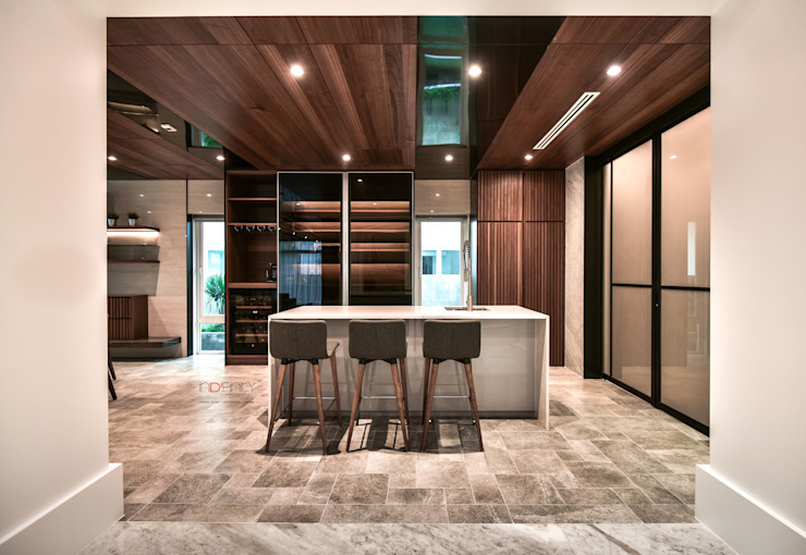 LUXURIOUS HOME inDfinity Design (M) SDN BHD Modern style kitchen
