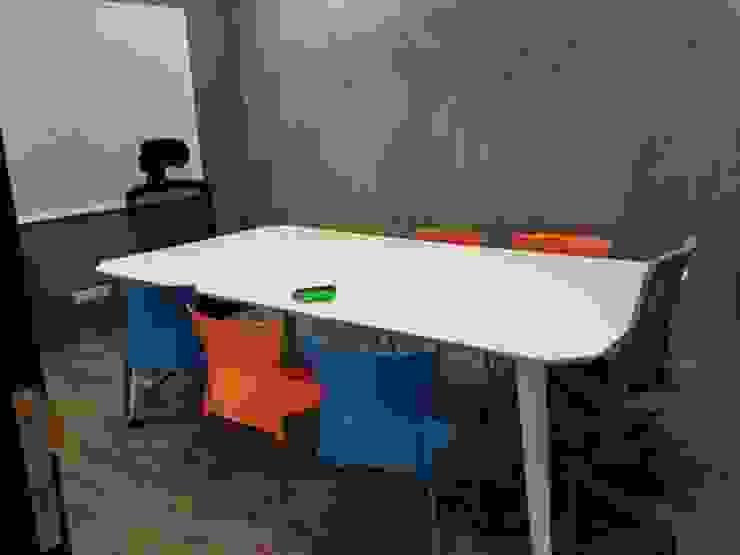 ห้องประชุม: ด้านอุตสาหกรรม  โดย สตูดิโอ เอส จำกัด, อินดัสเตรียล