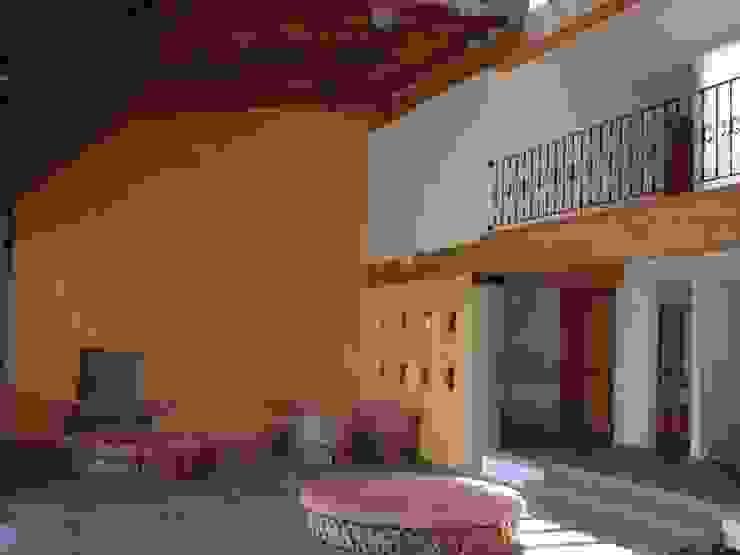 ESTANCIA Y COMEDOR A DOBLE ALTURA SERCOYDE SA DE CV Casas de campo Madera Acabado en madera