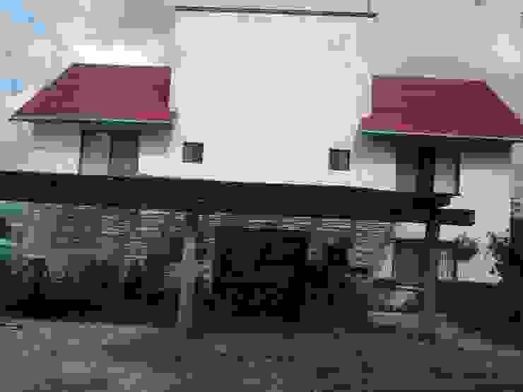 FACHADA POSTERIOR Y COCHERA SERCOYDE SA DE CV Casas de campo Contrachapado
