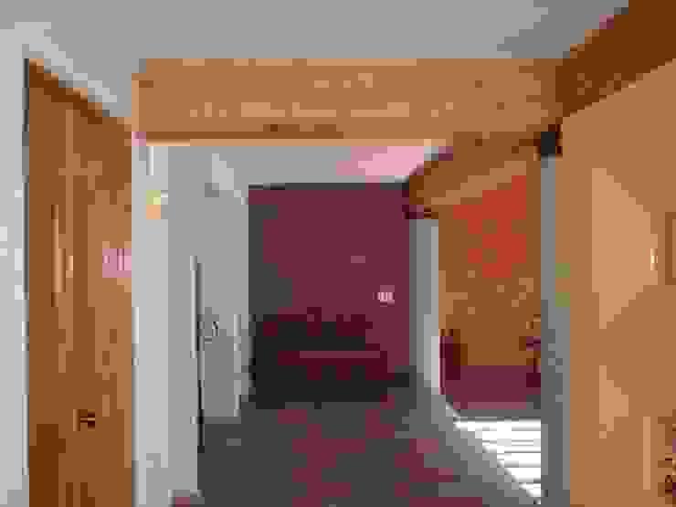 VISTA INTERIOR DESDE EL ACCESO SERCOYDE SA DE CV Casas de campo Concreto reforzado Morado/Violeta