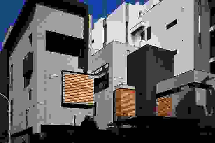 Casas de estilo minimalista de 黃耀德建築師事務所 Adermark Design Studio Minimalista