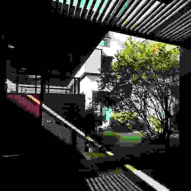 Pasillos, vestíbulos y escaleras de estilo minimalista de 黃耀德建築師事務所 Adermark Design Studio Minimalista