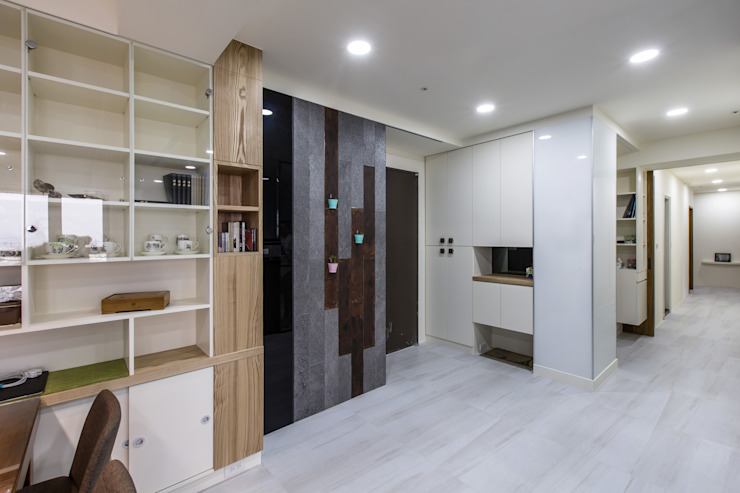 台南吳公館 現代風玄關、走廊與階梯 根據 隅寓空間製作 現代風 金屬