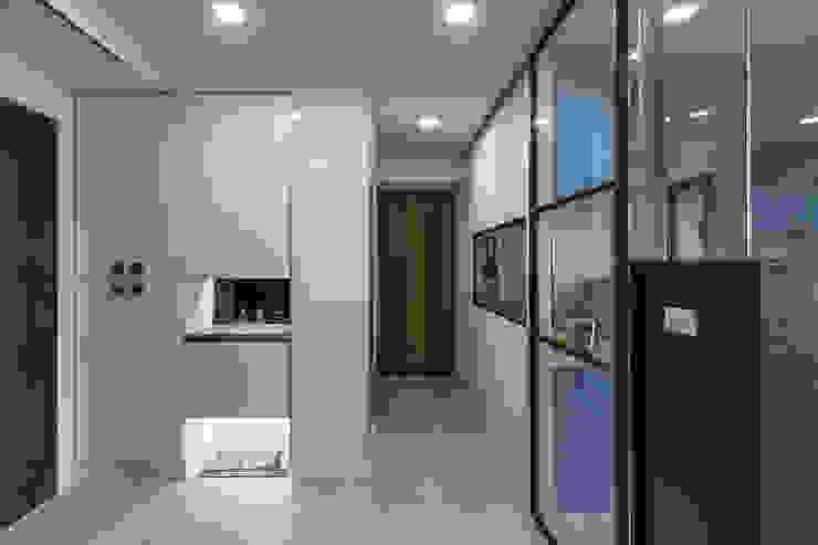 台南吳公館 現代風玄關、走廊與階梯 根據 隅寓空間製作 現代風 木頭 Wood effect