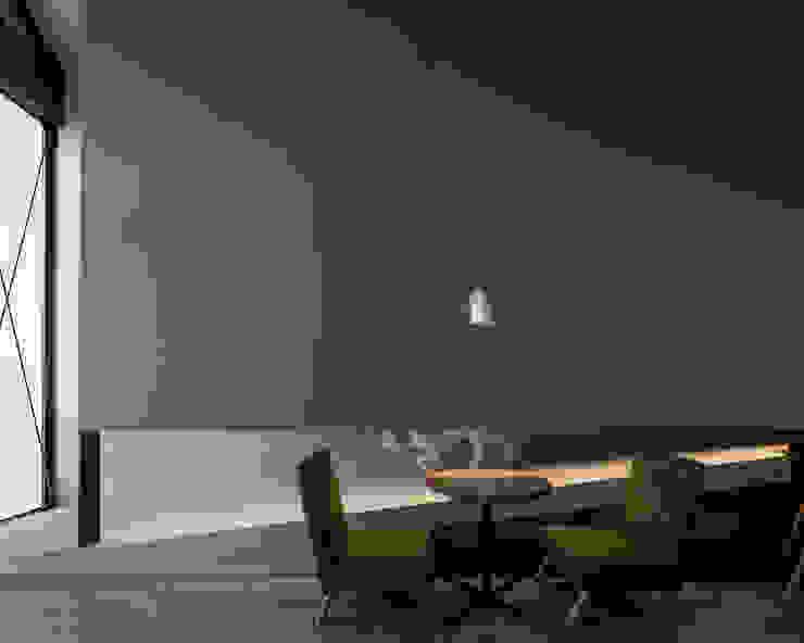โดย 伊藤憲吾建築設計事務所 โมเดิร์น พลาสติก