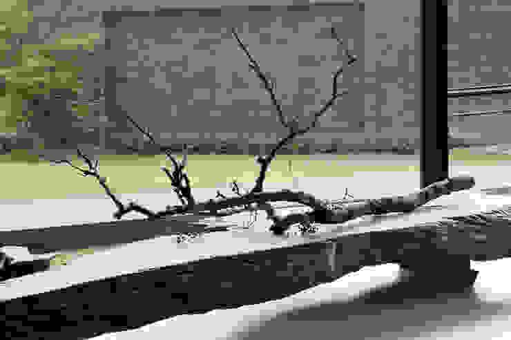 Paredes de estilo  por 黃耀德建築師事務所  Adermark Design Studio,