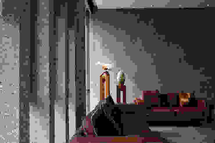 Dinding oleh 黃耀德建築師事務所  Adermark Design Studio, Minimalis
