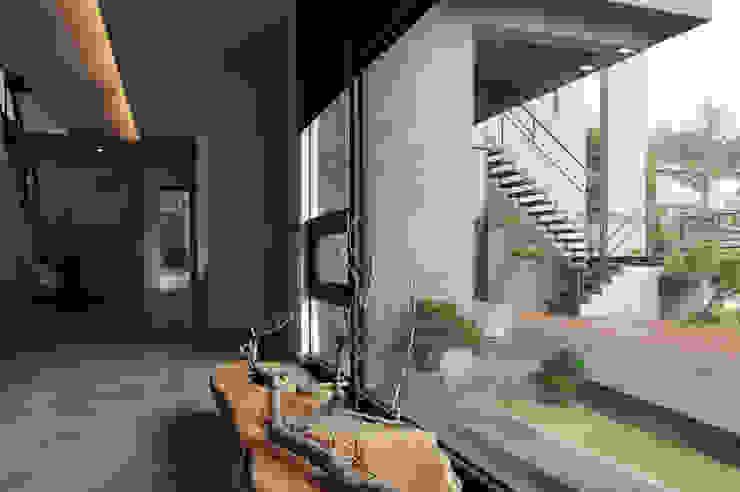 枯之美 by 黃耀德建築師事務所 Adermark Design Studio Minimalist
