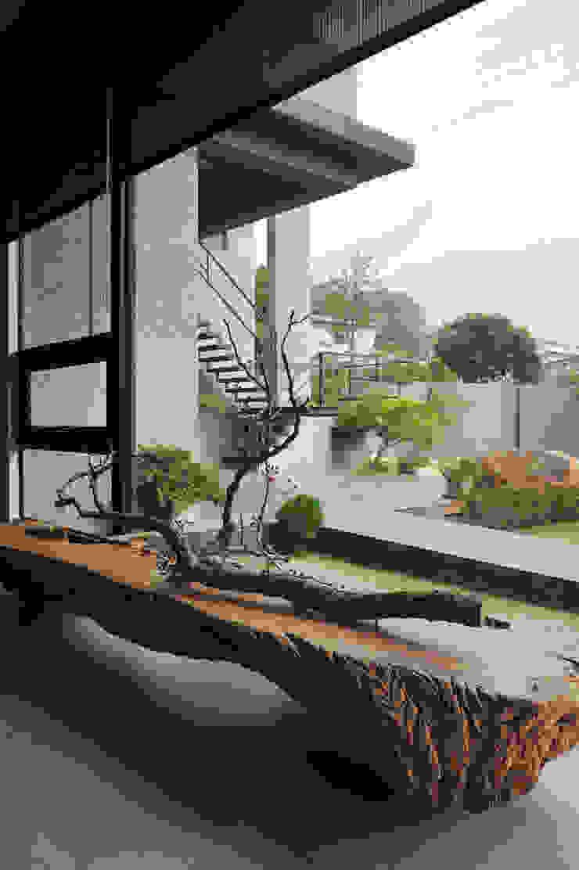 Salones minimalistas de 黃耀德建築師事務所 Adermark Design Studio Minimalista