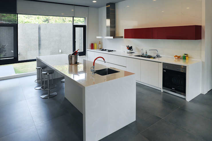 Cocinas de estilo  por 黃耀德建築師事務所  Adermark Design Studio,