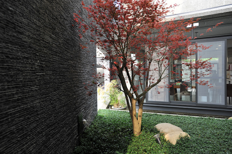 Minimalist style garden by 黃耀德建築師事務所 Adermark Design Studio Minimalist