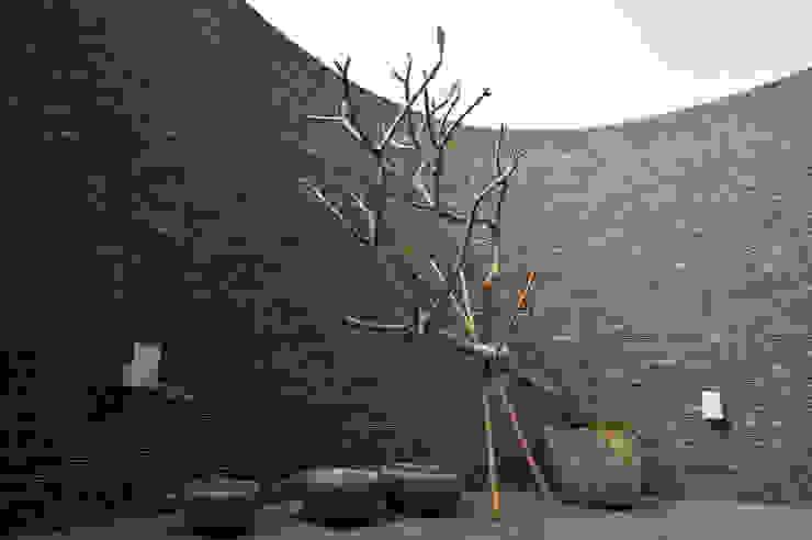 Terrazas de estilo  por 黃耀德建築師事務所  Adermark Design Studio,