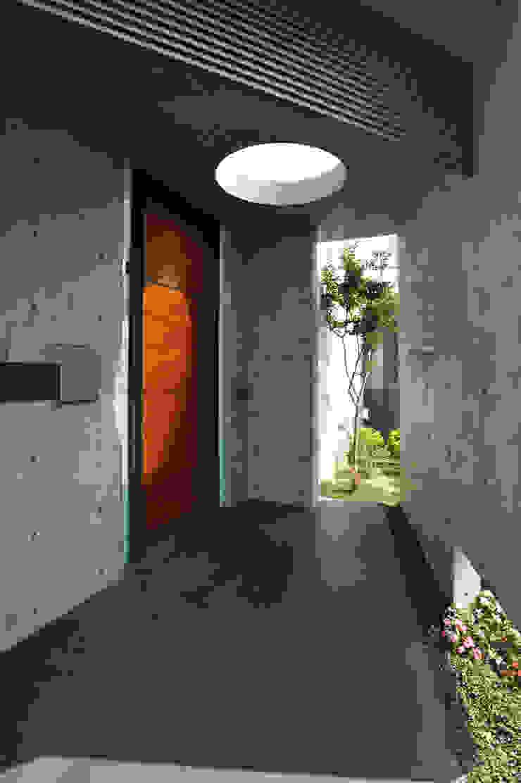 入口大門 by 黃耀德建築師事務所 Adermark Design Studio Minimalist
