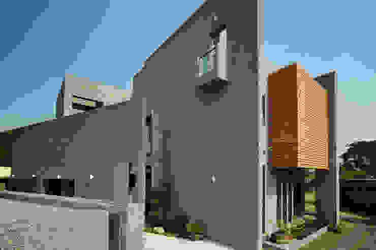 高牆 Minimalist house by 黃耀德建築師事務所 Adermark Design Studio Minimalist