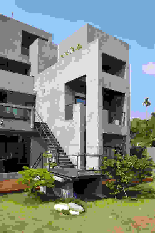 南面外觀 Minimalist house by 黃耀德建築師事務所 Adermark Design Studio Minimalist