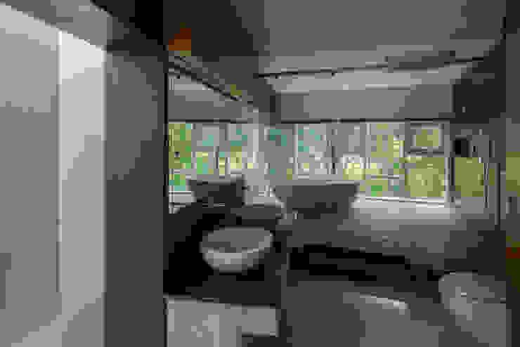 Weekend Home in a Golfcourse Development by Vivek Shankar Architects