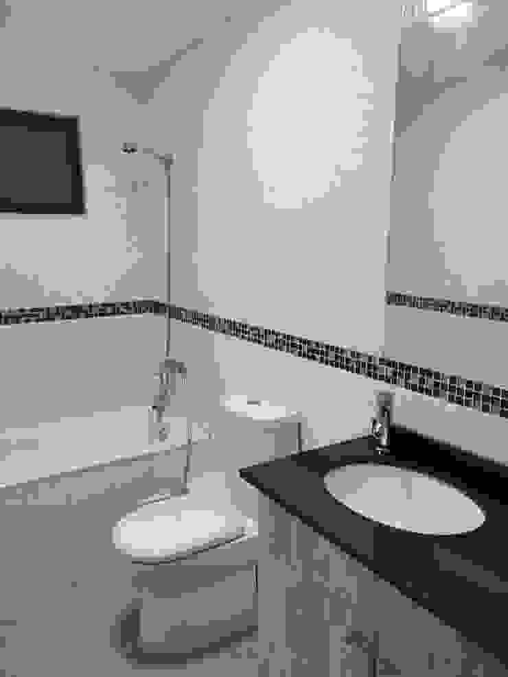Baño segundo piso MSGARQ Baños de estilo mediterráneo