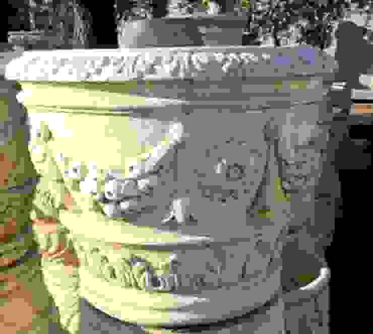 Vasi, fioriere, fontane, statue e tanto altro ancora Tonazzo Srl GiardinoFioriere & Vasi Cemento