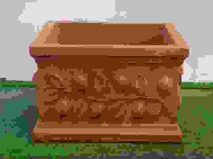 Vasi, fioriere, fontane, statue e tanto altro ancora Tonazzo Srl GiardinoFioriere & Vasi