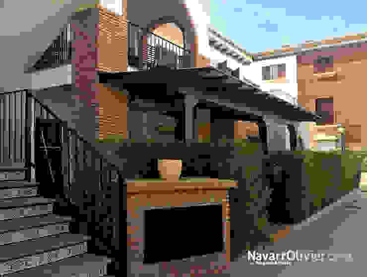 Klassischer Balkon, Veranda & Terrasse von NavarrOlivier Klassisch Holz Holznachbildung