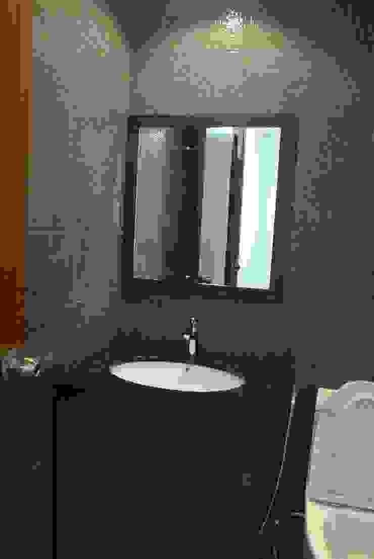 Timeless Design Guest Bath Modern bathroom by FINE ART LIVING PTE LTD Modern Ceramic