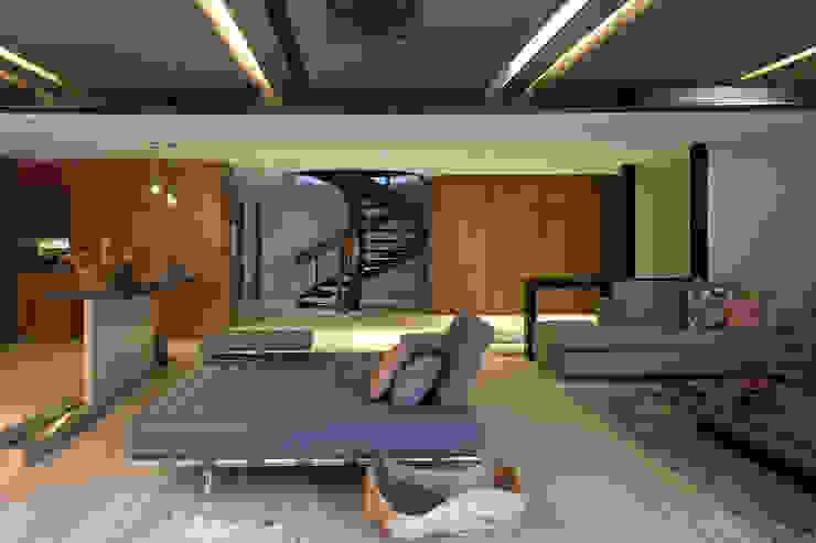 Sala Salones modernos de Paola Calzada Arquitectos Moderno Compuestos de madera y plástico