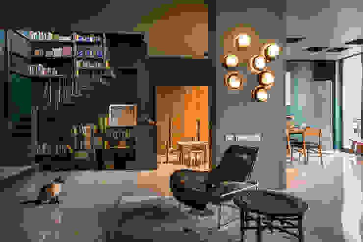 Vista de sala Paola Calzada Arquitectos Salones eclécticos Concreto Azul