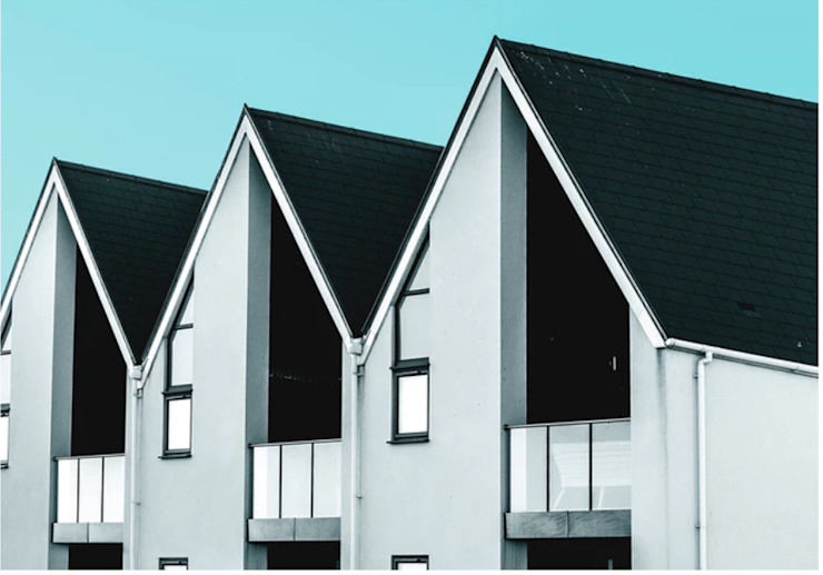 HOW TO KNOW WHEN IT'S TIME TO CHANGE YOUR ROOF?: modern  by Teacher &  Writer, Modern