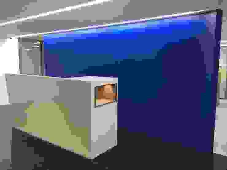 Tường & sàn phong cách hiện đại bởi houseda Hiện đại