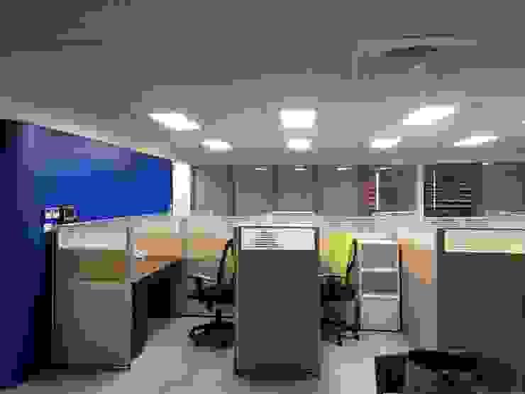 Phòng học/văn phòng phong cách hiện đại bởi houseda Hiện đại Ly