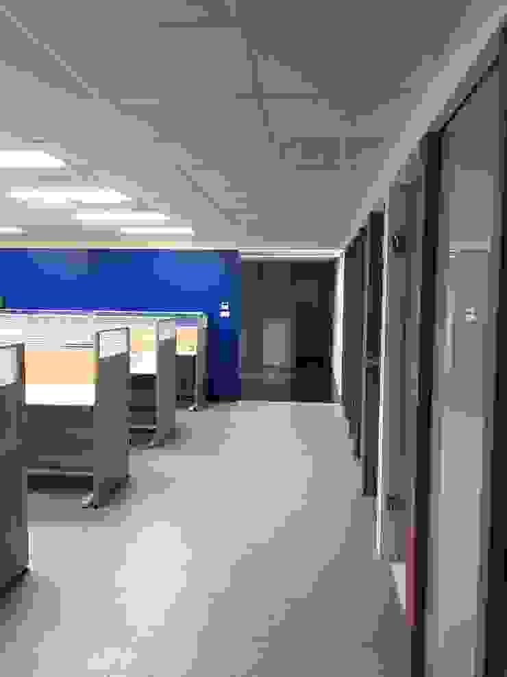 Phòng học/văn phòng phong cách hiện đại bởi houseda Hiện đại Gạch ốp lát