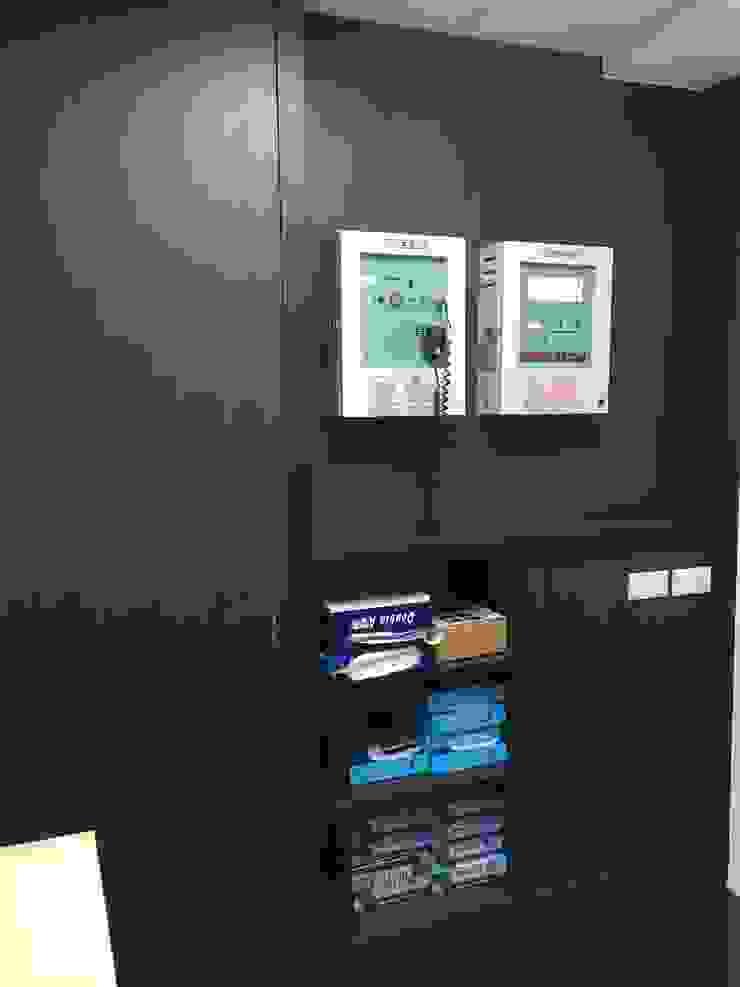 Phòng học/văn phòng phong cách hiện đại bởi houseda Hiện đại Gỗ-nhựa composite