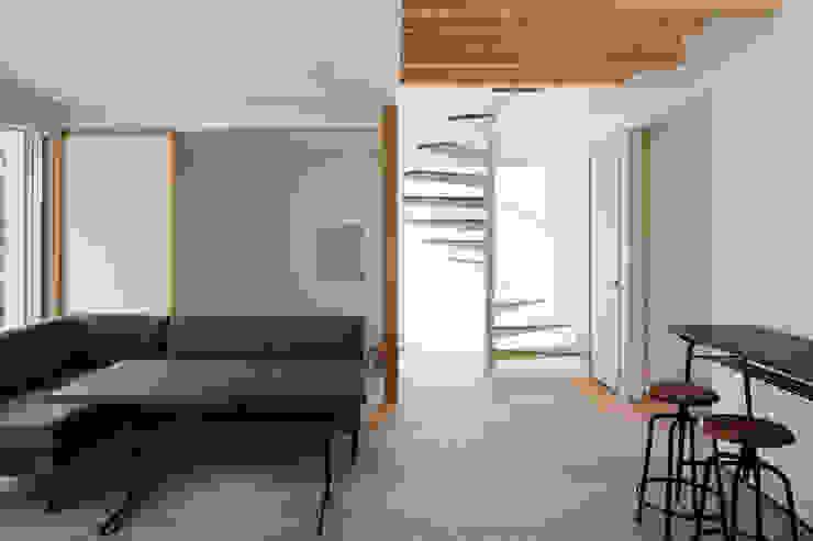 Phòng khách phong cách Bắc Âu bởi atelier137 ARCHITECTURAL DESIGN OFFICE Bắc Âu