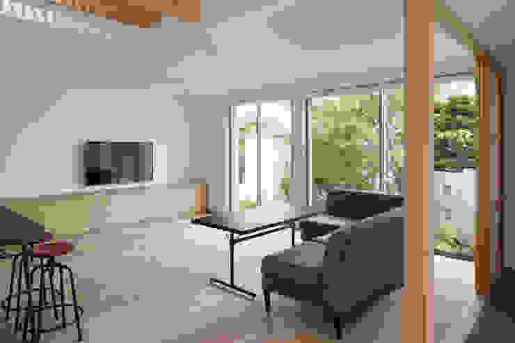 Phòng khách phong cách Bắc Âu bởi atelier137 ARCHITECTURAL DESIGN OFFICE Bắc Âu Gỗ Wood effect