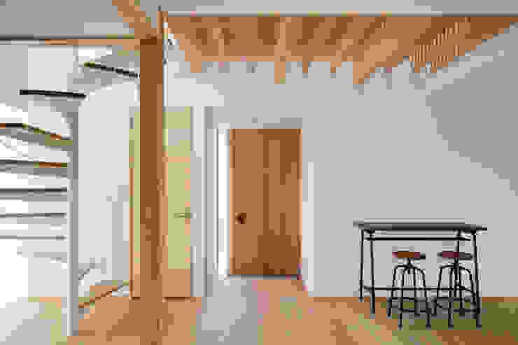 Hành lang, sảnh & cầu thang phong cách Bắc Âu bởi atelier137 ARCHITECTURAL DESIGN OFFICE Bắc Âu Gỗ Wood effect