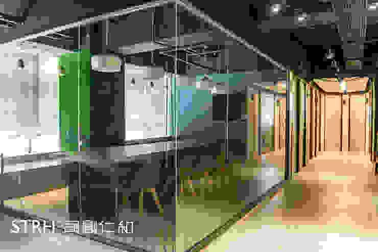 雲峰國際商務中心-聚峰館 根據 司創仁和匯鉅設計有限公司 工業風