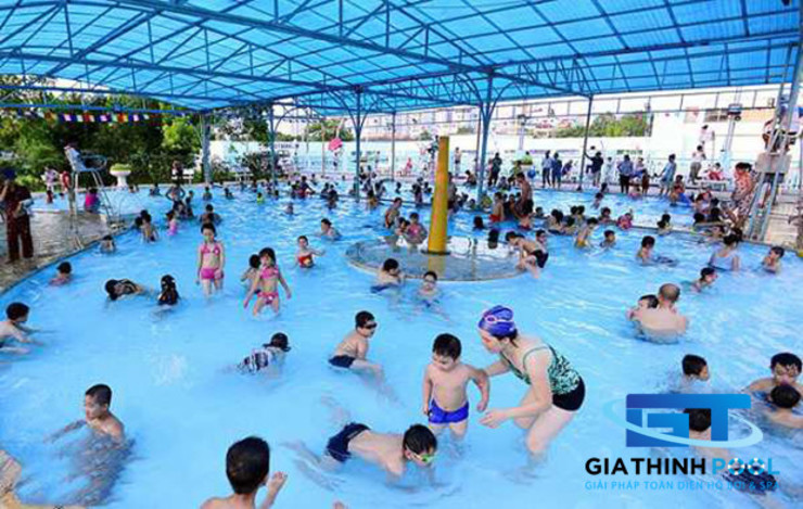 Tư vấn thiết kế hồ bơi trẻ em: GIATHINHPOOL - THIETKETHICONGHOBOI의 현대 ,모던
