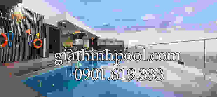 Tư vấn thiết kế hồ bơi trên sân thượng: GIATHINHPOOL - THIETKETHICONGHOBOI의 현대 ,모던