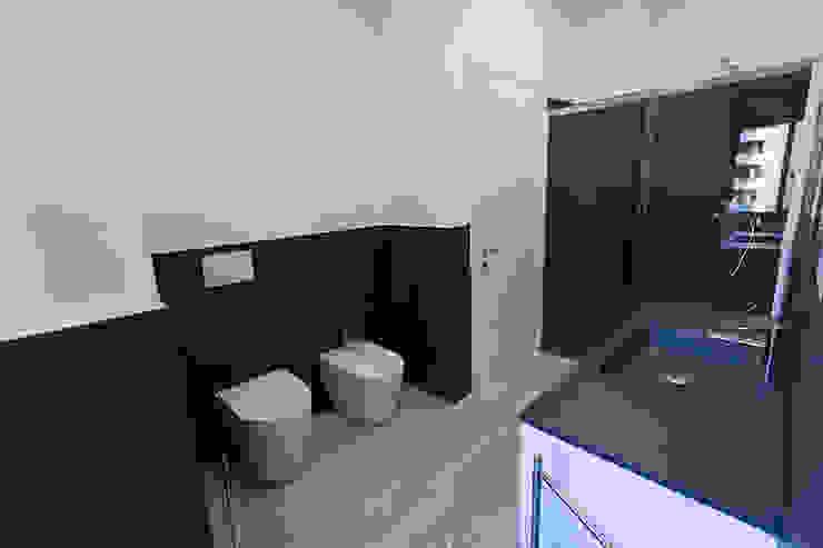 Modern bathroom by Laura Galli Architetto Modern