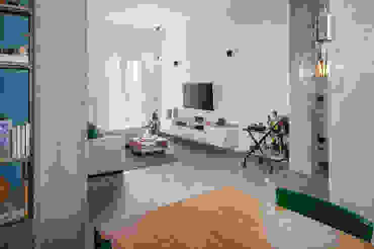 Salones de estilo industrial de manuarino architettura design comunicazione Industrial