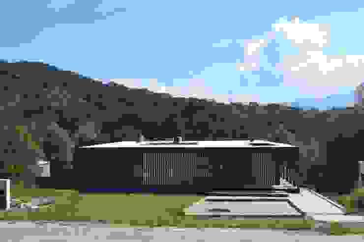 Frente de Horizontal Arquitectos Minimalista Madera Acabado en madera