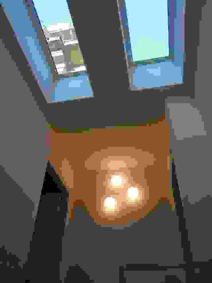 SBARCO SCALA Finestre & Porte in stile moderno di Studio Architettura Macchi Moderno