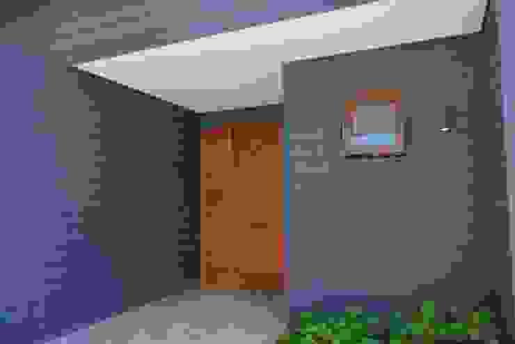CASA SANFUENTE de AOG Moderno Compuestos de madera y plástico