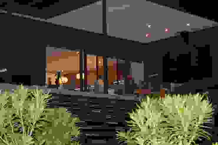 CASA SANFUENTE Casas estilo moderno: ideas, arquitectura e imágenes de AOG Moderno Compuestos de madera y plástico