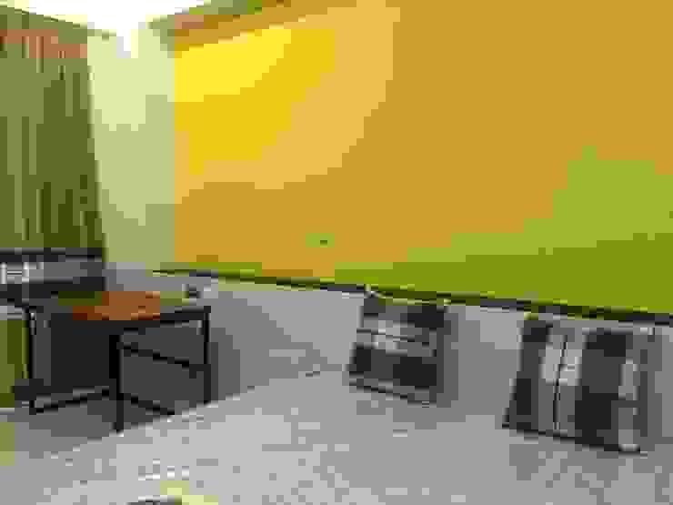 4F前男孩房床頭半高牆 houseda Eclectic style bedroom MDF Yellow