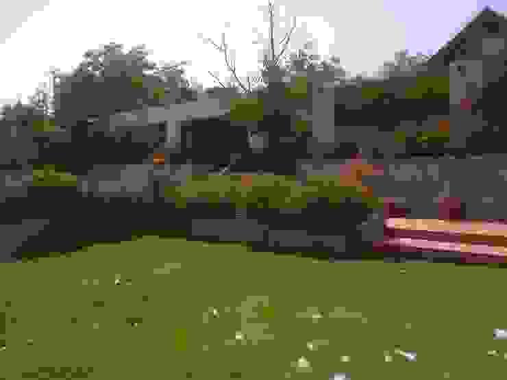 CASA TRONCOSO AOG Jardines con piedras Derivados de madera Blanco