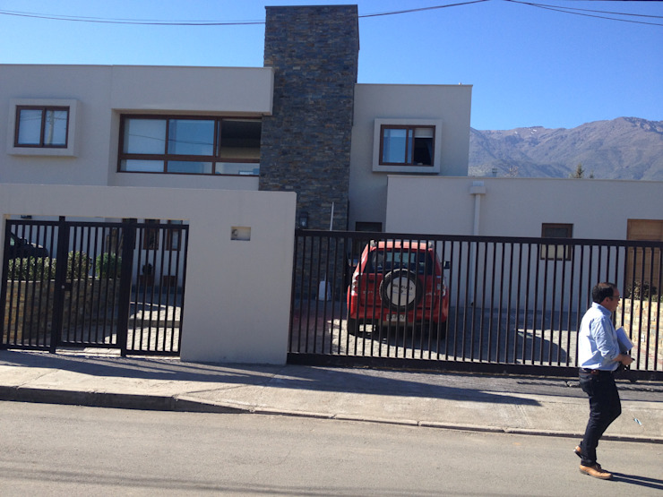 CASA TRONCOSO AOG Casas estilo moderno: ideas, arquitectura e imágenes Piedra Blanco
