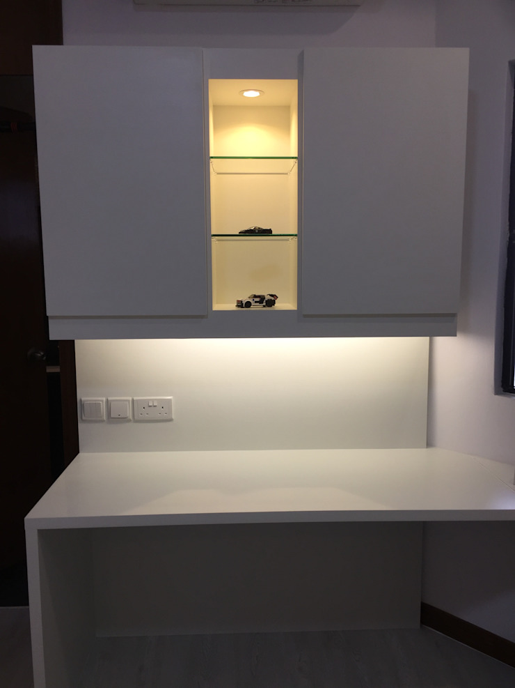 YOUNG MAN'S STUDY Modern study/office by FINE ART LIVING PTE LTD Modern Wood-Plastic Composite